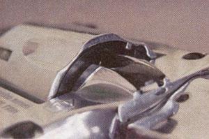 Камора подготовлена к снаряжению шариковыми пулями. Отверстие в переднем вкладыше совмещено с отверстием во фланце обоймы.
