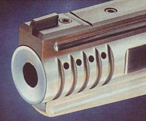 Тормоз-компенсатор активного типа расположенный в передней части ствола.