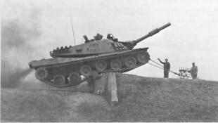 Первое опубликованное фото танка МВТ-70 с ДЗ,  которая установлена на лобовой проекции башни, Германия 1970 г