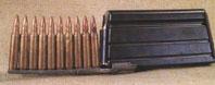 магазин на 20 патронов не взаимозаменяемый с американским для M16, снаряжается через переходник-ускоритель из десятизарядных обойм