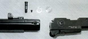 Осевой винт, стопорный винт осевого винта и шайбы, вставляемые между вилкой компрессора и казенником.