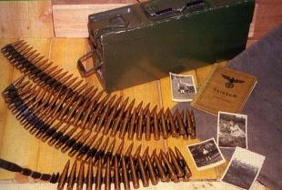 долгое время патронная лента оставалась неизменным атрибутом для станковых и постепенно заменяющих их единых пулеметов. В конструкции германского mg.34 ленточное питание могло быть заменено на магазинное путем простой замены крышки короба