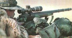 Снайпер морской пехоты США с винтовкой M40A1, с установленным 10-кратным оптическим прицелом Unertl, который пришел на смену прицелу Redfield 3-9x Accu-Range