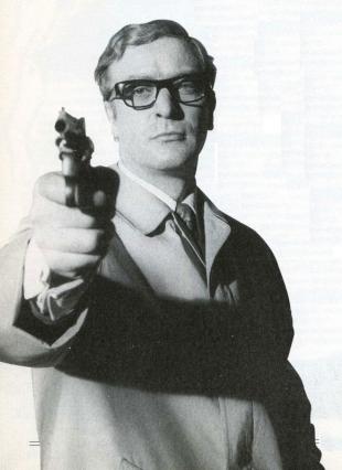 Майкл Кейн в роли Гарри Палмера. Однообразные будни этого героя были мало похожи на блистательную и наполненную приключениями жизнь Джеймса Бонда.