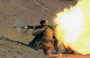 Выстрел из ручного противотанквого гранатомета AT-4.