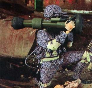 Боец с гранатометом  NLAW.