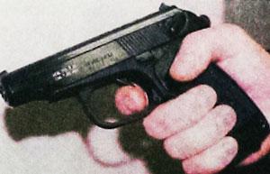 Все органы управления стрельбой из пистолета размещены на его левой стороне