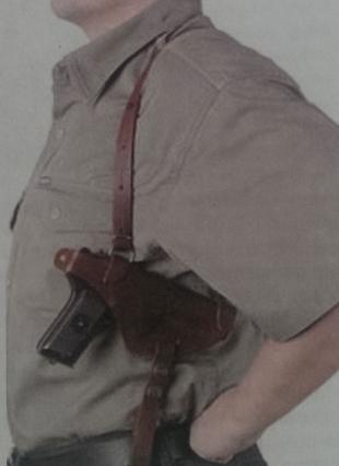 Для скрытого ношения пистолета используют плечевую кобуру