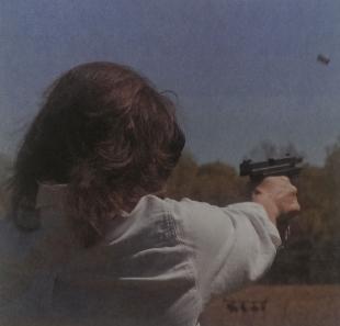 Во время тренировочной стрельбы необходимо убедиться, что на линии огня нет людей или животных