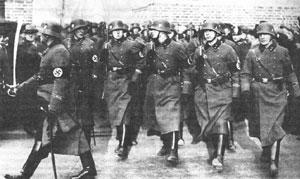 Немецкие солдаты с Walther PPK